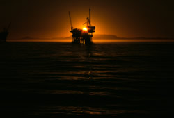 Congress allows offshore drilling moratorium to expire