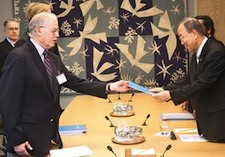 Harold Shapiro of the InterAcademy council offers his report to UN Secretary-General Ban Ki-moon
